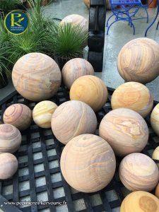 Sphère en grès pour le jardin
